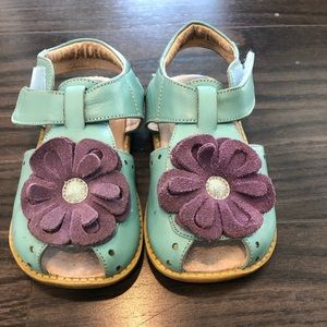 Other - GUC Livie and Luca bloom sandal size 9
